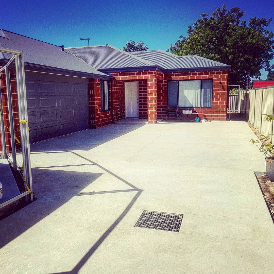 perth concrete driveway with liquid limestone